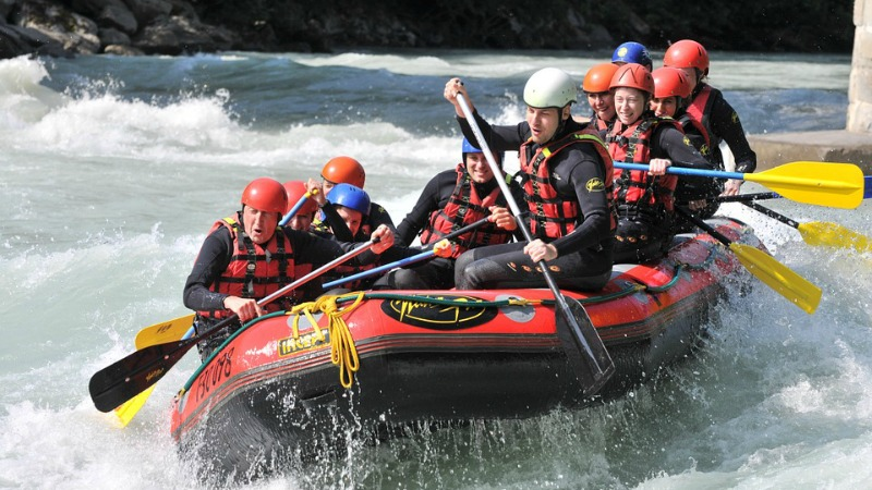 summer-adventures-white-water-rafting